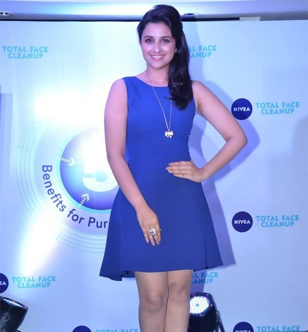 Parineeti Chopra Smiling Look Posed For Camera During The Meet And Greet Event Of Nivea 2013