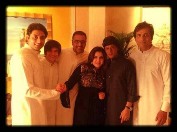 Abishek,Vivaan,Boman,Farah,SRK And Sonu Posed For Camera At The Happy New Year Press Conference In Dubai
