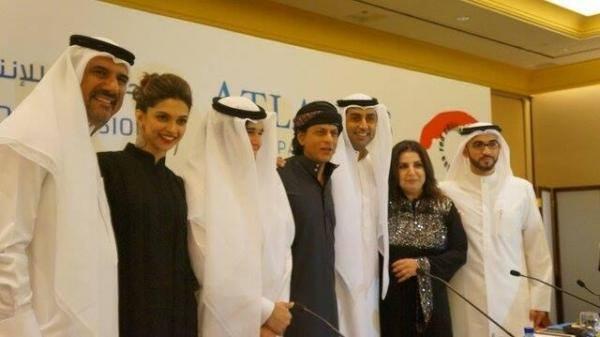 Boman,Deepika,Vivaan,SRK,Abishek And Farah Posed At Dubai During The Happy New Year Press Conference