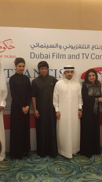 Deepika,SRK And Farah In Emirati Attire During The Happy New Year Press Conference In Dubai