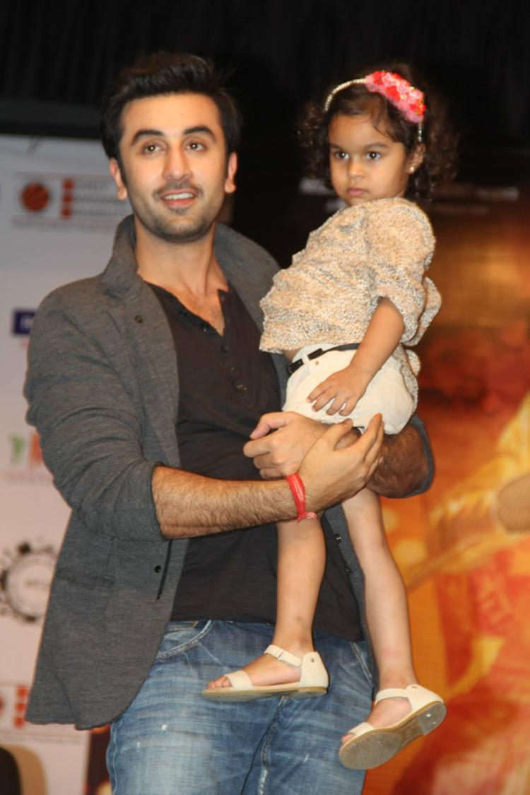 Ranbir Kapoor Posed With A Kid During The Promotion Of Besharam At Jalandhar
