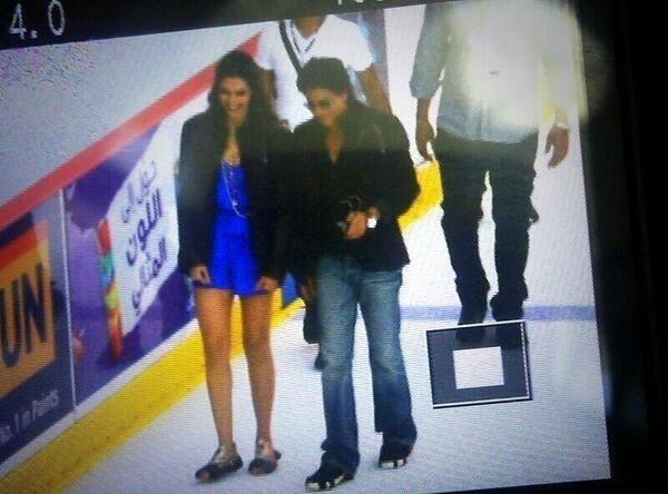 Deepika And SRK Cool Chatting Still On The Sets Of Happy New Year Movie
