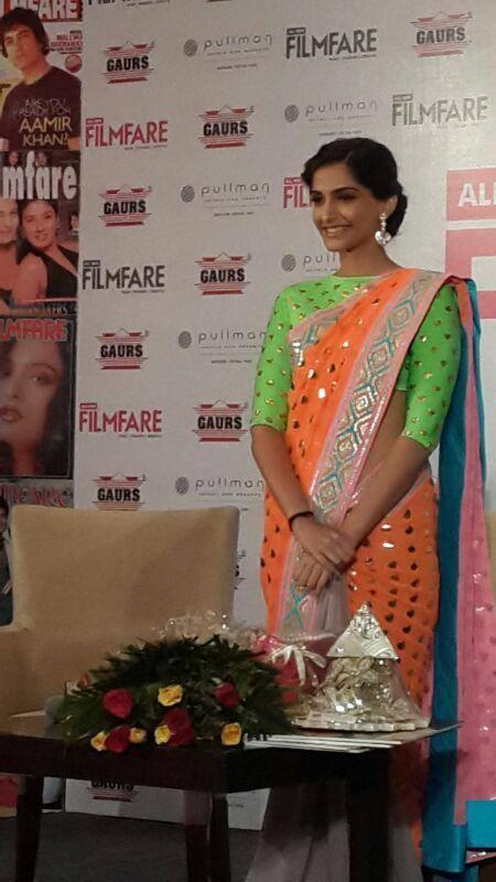 Sonam Kapoor Dazzling And Hot Look In Saree At All New Filmfare Magazine Launch Press Conference