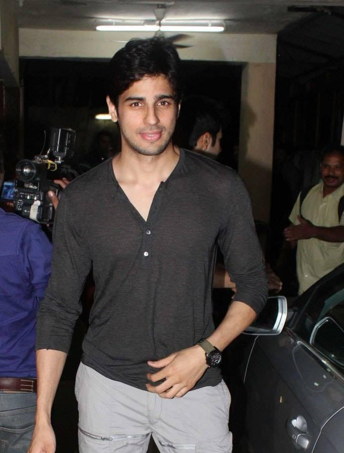 Sidharth Malhotra Stunning Handsome Look At The Special Screening Of Grand Masti