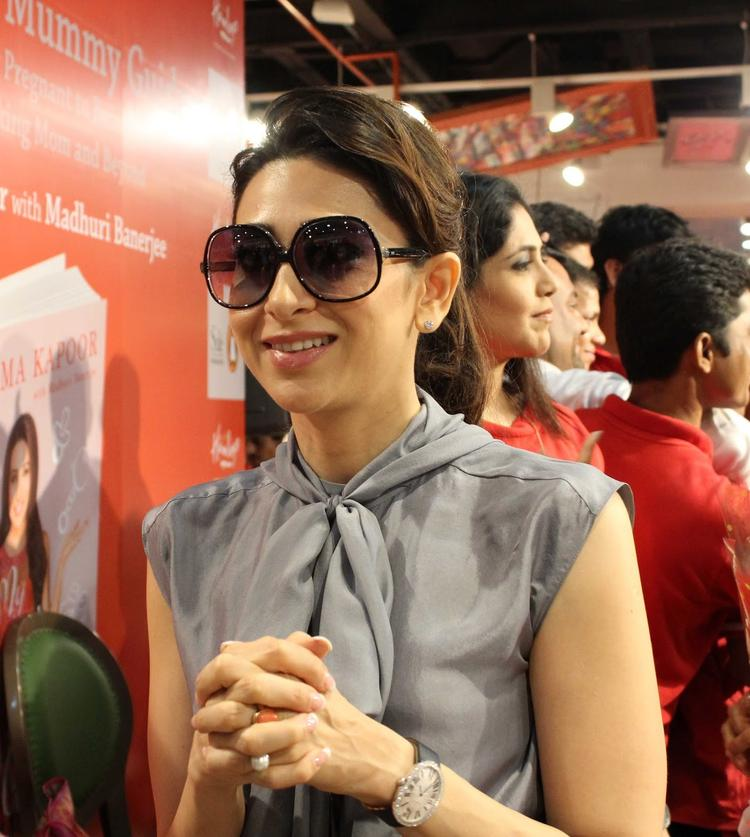 Karisma Kapoor Sweet Smile Pic At  Yummu Mummy Guide Book Launch Event