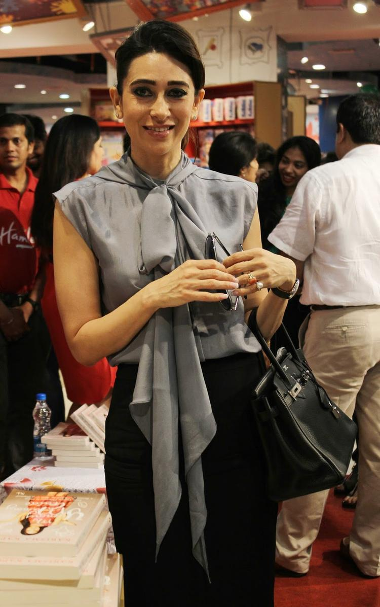 Karisma Looks Sizzles In This Outfit At Yummu Mummy Guide Book Launch Event