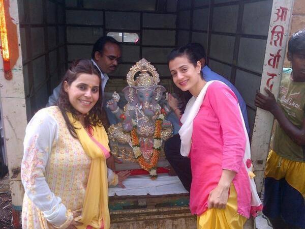Ameesha Patel Pose With  Lord Ganesh During Visarjan Celebration