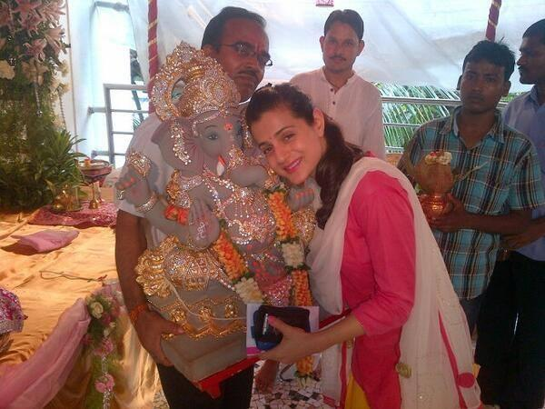 Ameesha Patel Sweet Pose With Lord Ganesh During The Vi