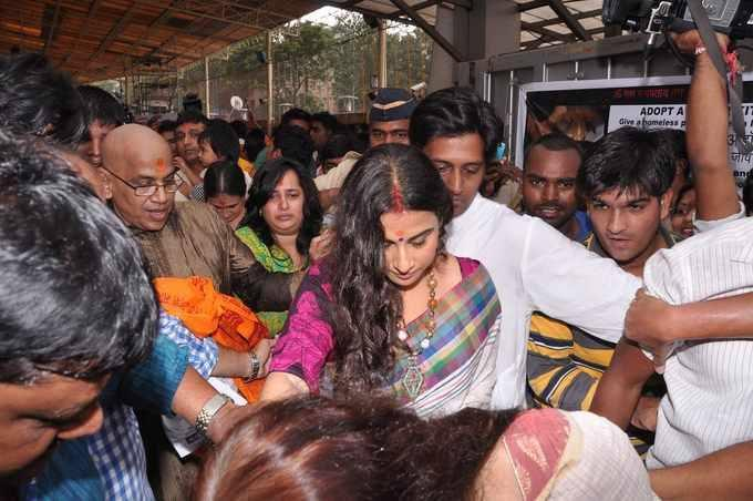 Vidya Balan Dazzled At Siddhivinayak Temple In Mumbai