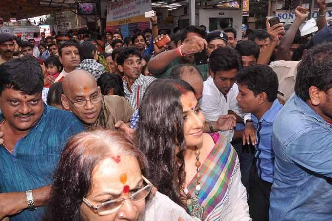 Vidya Balan Nice Glamour Look At Siddhivinayak Temple In Mumbai