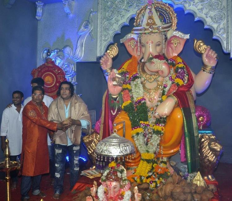 A Beautiful Ganesh Idol At Ganapati Andheri Cha Raja 2013
