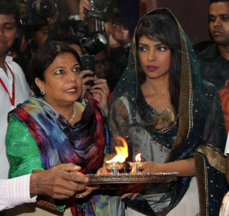 Priyanka Chopra With Mother At Andheri Cha Raja 2013