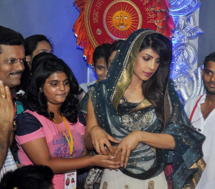 Priyanka Chopra Present At Ganapati Andheri Cha Raja 2013