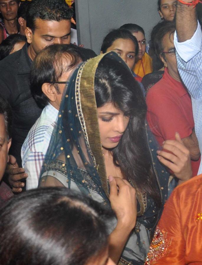 Priyanka Chopra Visits At Ganapati Andheri Cha Raja 2013