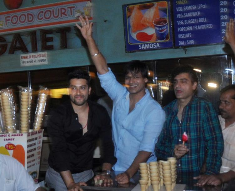 Aftab And Vivek Masti Look During The Promotion Of Grand Masti At Gaiety Galaxy