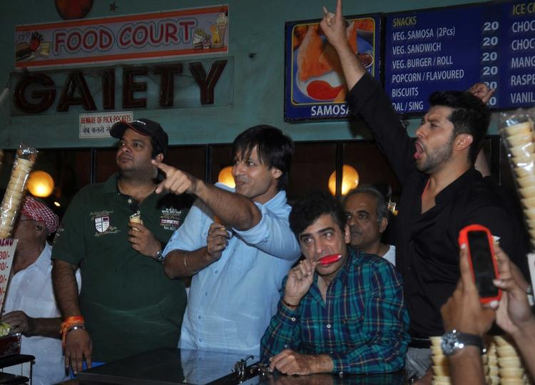 Vivek And Aftab Cool Rocking Pose During The Promotion Of Grand Masti At Gaiety Galaxy