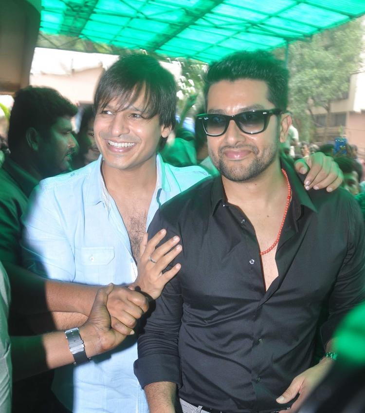 Vivek And Aftab Cool Smiling Look During The Promotion Of Grand Masti At Gaiety Galaxy