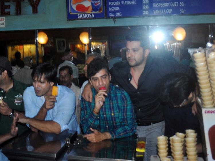 Vivek And Aftab Dazzled At Grand Masti Promotion In Gaiety Galaxy