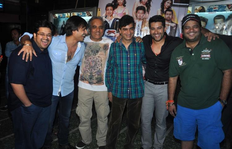 Vivek And Aftab Posed For Camera At Grand Masti Promotion In Gaiety Galaxy