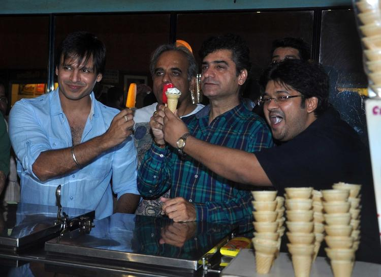 Vivek Oberoi Cool With Ice Cream During The Promotion Of Grand Masti At Gaiety Galaxy