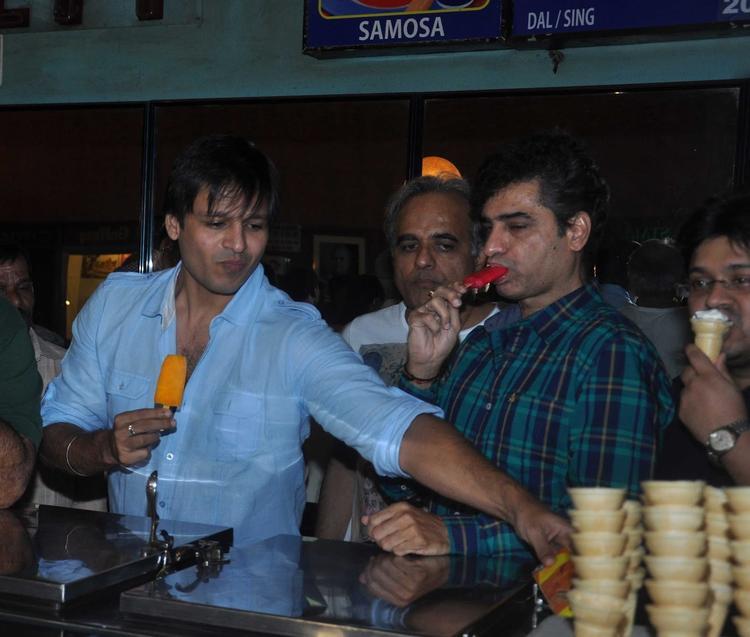Vivek Oberoi Promoting Grand Masti Movie At Gaiety Galaxy