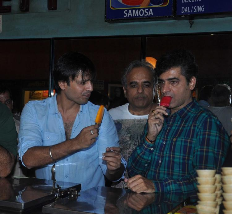 Vivek Oberoi Taking Ice Cream During The Promotion Of Grand Masti At Gaiety Galaxy