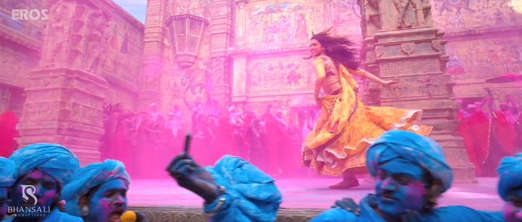 Deepika Padukone Running Pose Cool Still From Ram Leela Movie