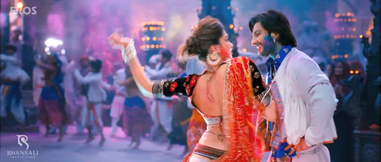Ranveer And Deepika Hot Danced Still From Ram Leela Movie