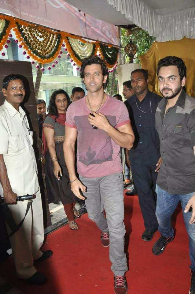 Hrithik Roshan Snapped At A Ganesha Pandal For Krrish 3 Music Launch