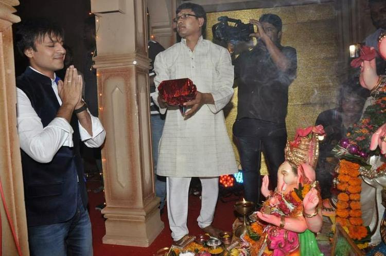 Vivek Oberio Seeks Lord Ganesha's Blessings For Krrish 3 Success