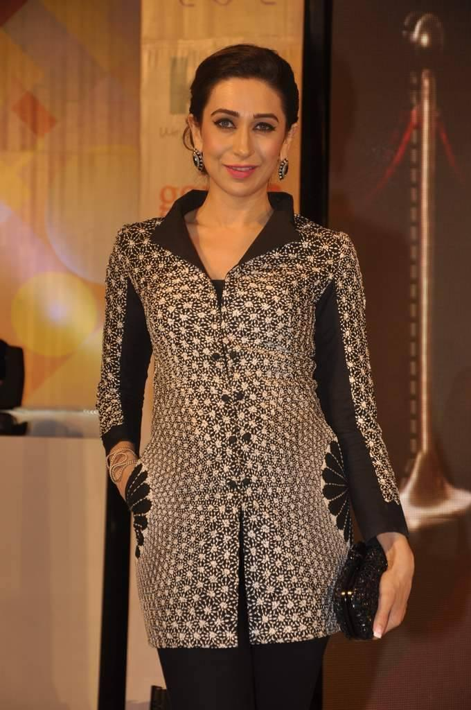 Karisma Looking Smart Chic But Not Really A Head Turning Look At Globoil Awards 2013