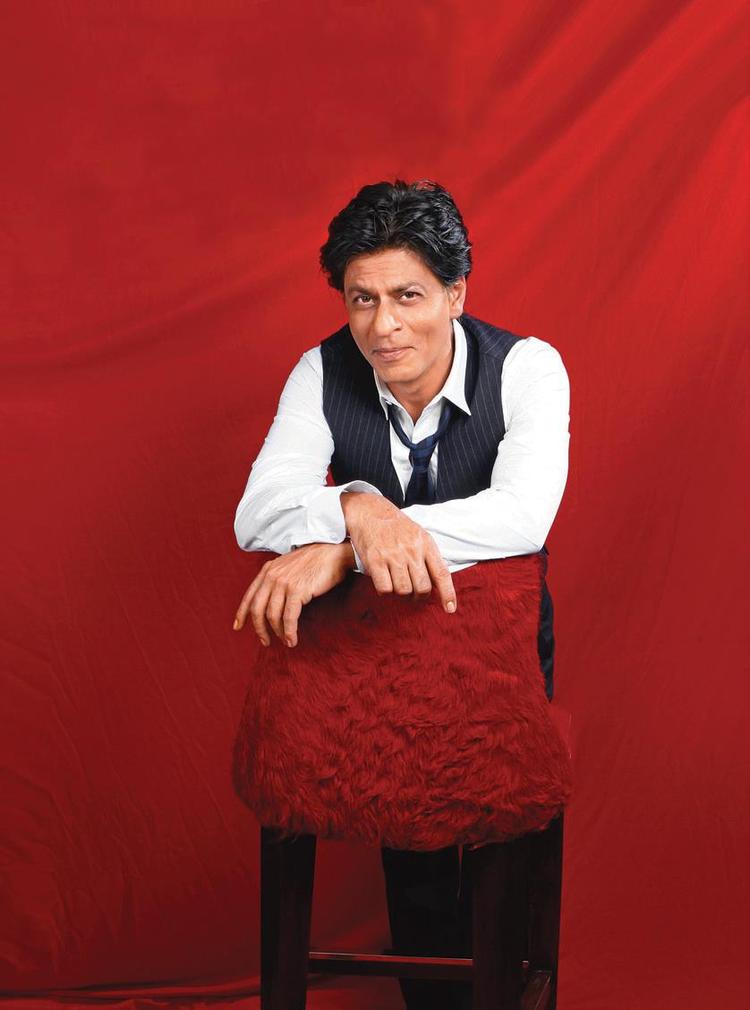 SRK Cute Smiling Look During The Khaleej Times Weekend Magazine Interview 20th September