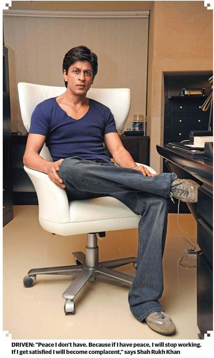SRK Posed For Camera During The Khaleej Times Weekend Magazine Interview 20th September