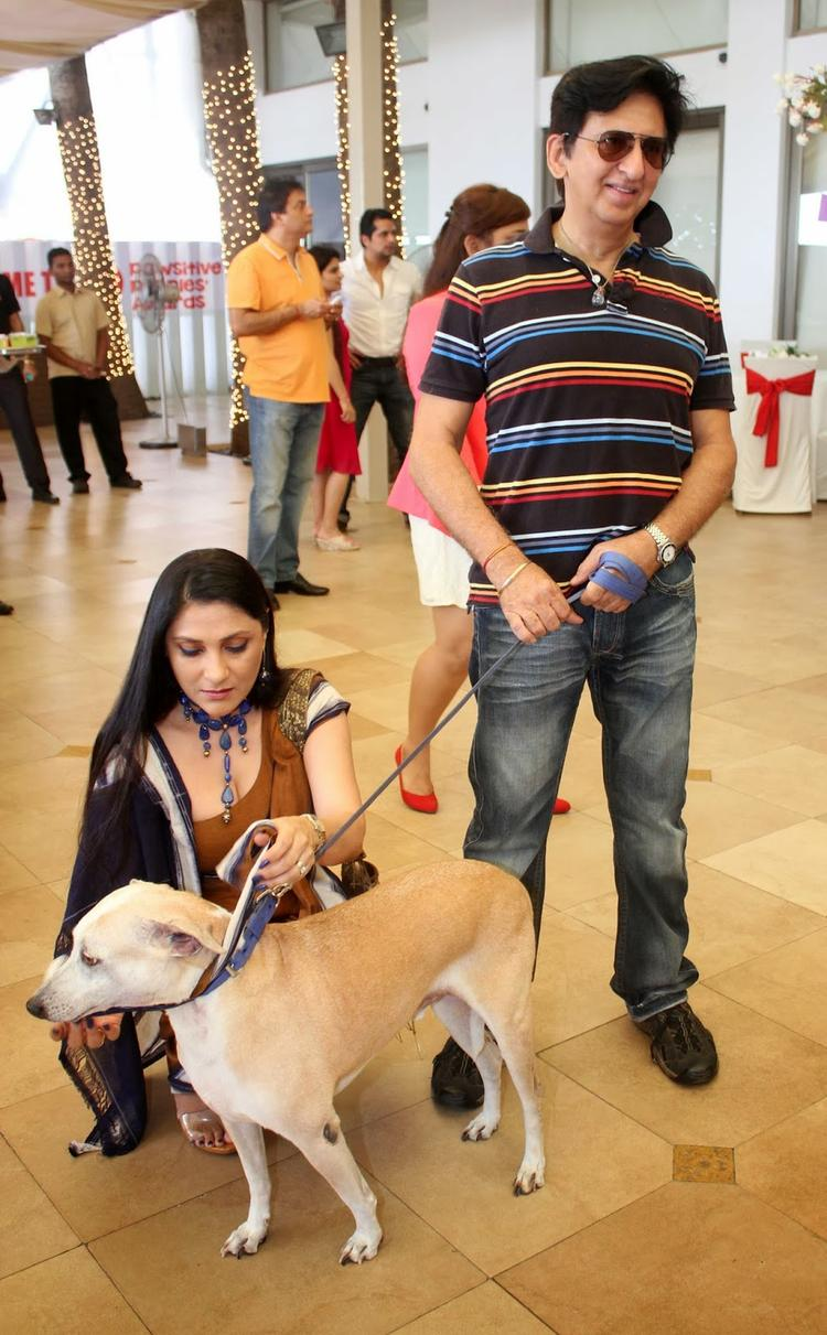 Aarti With Hubby Kailash And Dog At Pawsitive People's Awards 2013