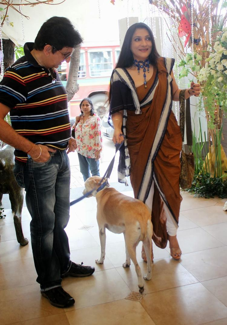 Aarti Surendranath Snapped At Pawsitive People's Awards 2013 With Her Dog