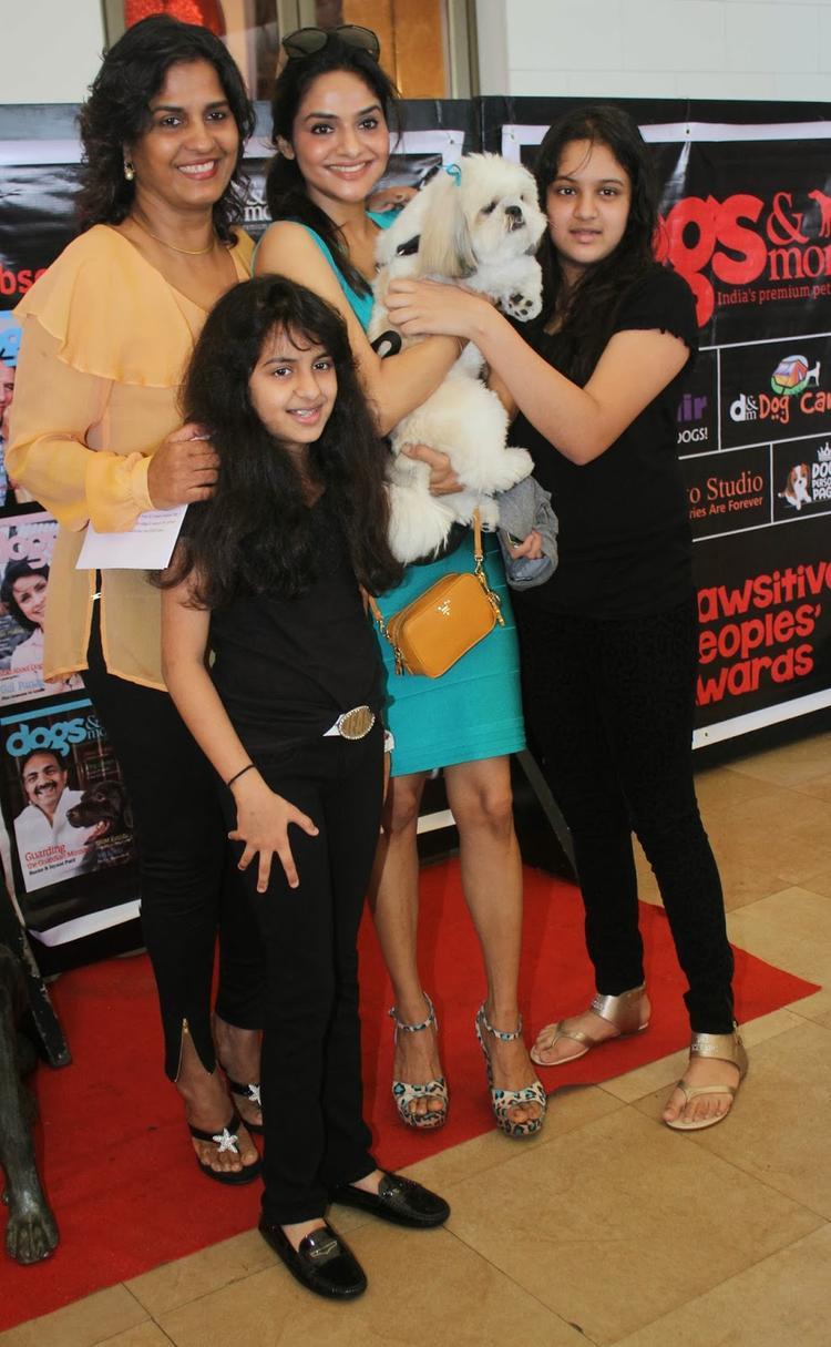 Madhoo Shah With Her Two Daughter And Dog At Pawsitive People's Awards 2013