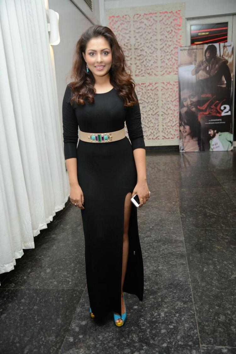 Madhu Shalini Pose For Camera During Satya 2 Movie Audio Release Function