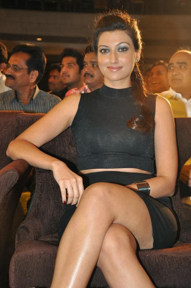 Hamsa Nandini Silky Legs Show Hot Look At Ramaiya Vastavaiya Audio Release Function
