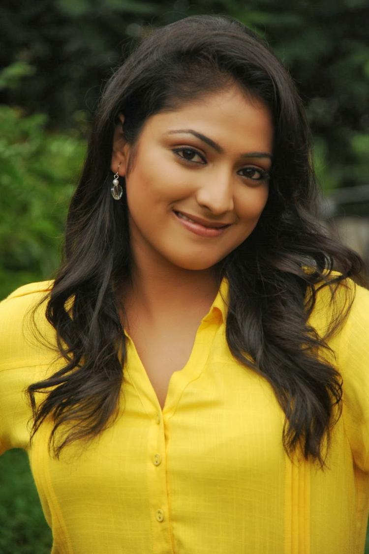 Haripriya Charming Face Look Still On Ee Varsham Sakshiga Movie Location