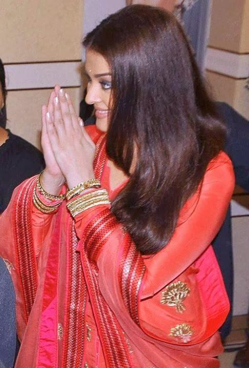 Aishwarya Looking Beautiful At 52nd Kalyan Jewellers Store Opening Event