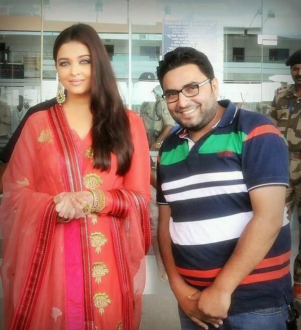 Aishwarya Posed During The 52nd Store Of Kalyan Jewellers Launching Event
