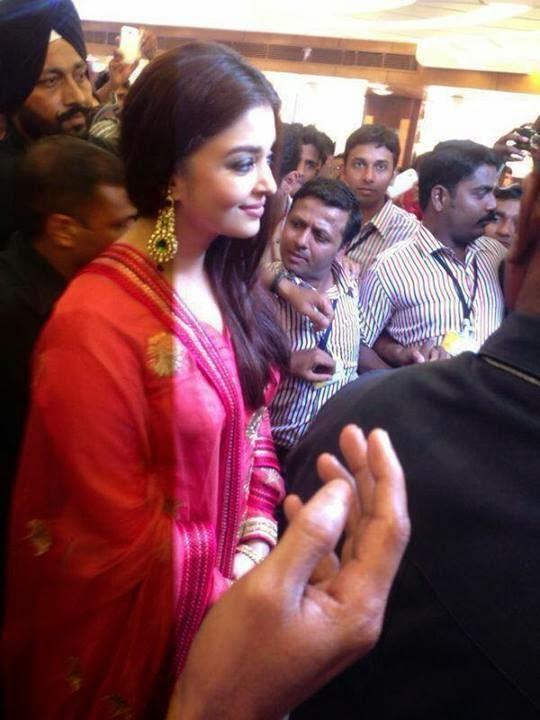 Aishwarya Rai Bachchan Inaugurates 52nd Store Of Kalyan Jewellers