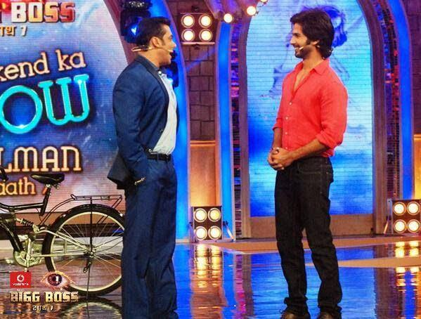 Salman And Shahid Cool Chat On The Sets Of Bigg Boss 7 Session During The Promotion Of PPNH