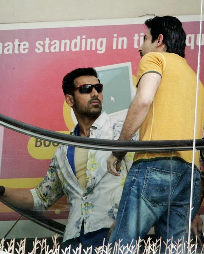 John Abraham Nice Look On The Sets Of Welcome Back Movie