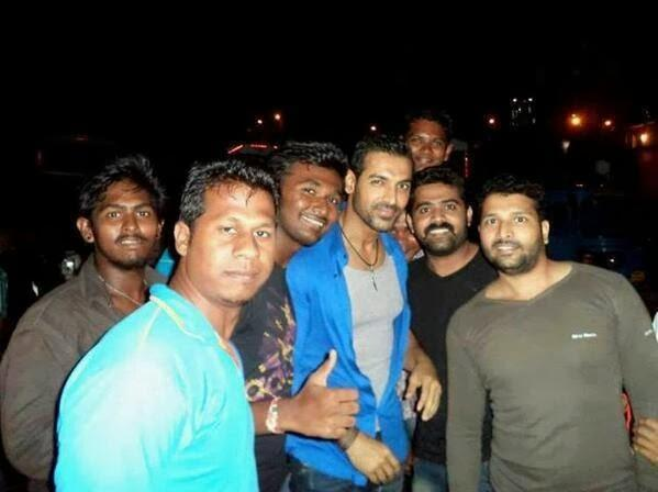 John Abraham Posed With Friends On The Sets Of Welcome Back Movie