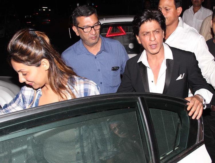 Gauri With Her Hubby SRK Present At Yogesh Lakhani's Birthday Bash 2013
