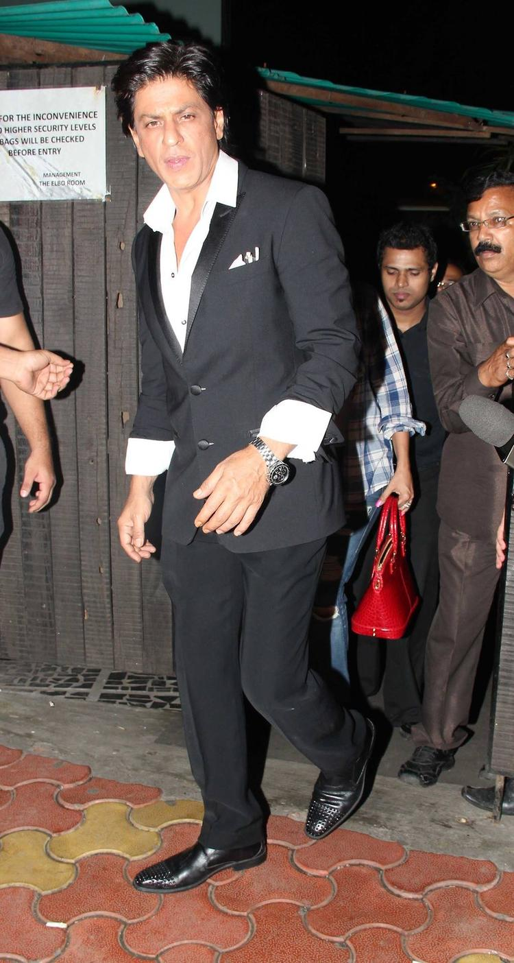 SRK Stunning Look At Yogesh Lakhani's Birthday Bash 2013