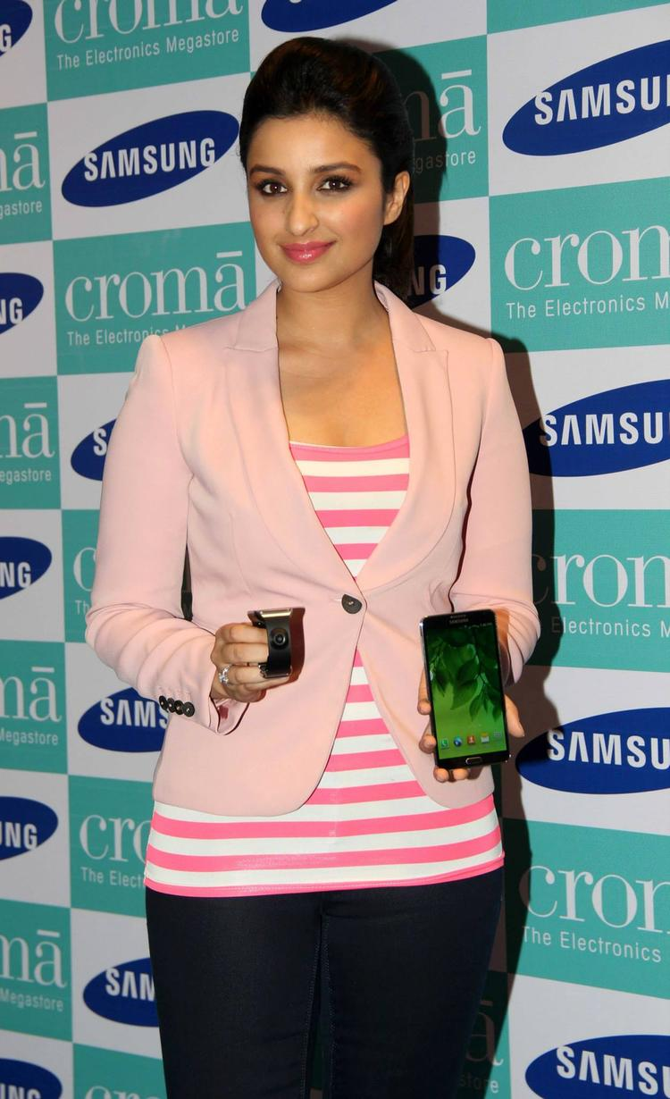 Parineeti Chopra Launches Samsung Galaxy Note 3
