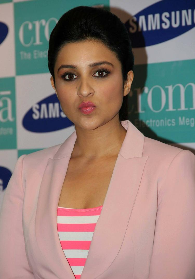 Parineeti Chopra Nice Look At Samsung Galaxy Note 3 Launch Event