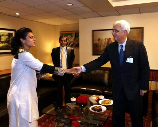 Kajol Shakes Hand With Salman Khurshid At The UN Meeting In New York